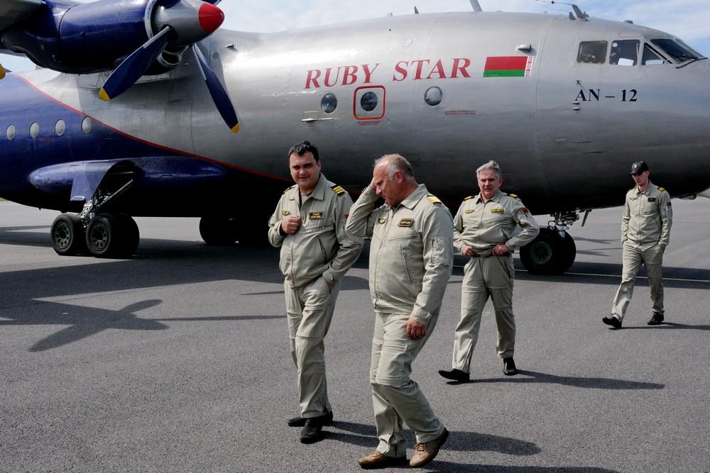 Экипаж самолета Ан-12 авиакомпании Ruby Star