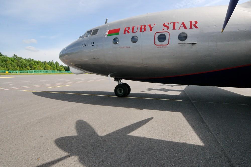 Ан-12 в аэропорту Витебска