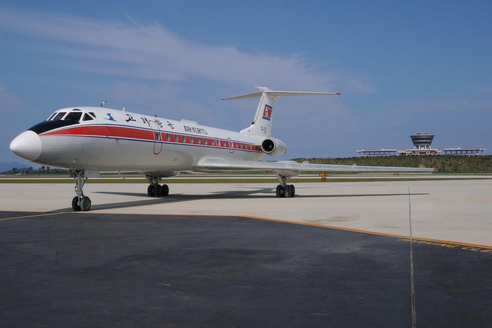 Самолет Ту-134 авиакомпании Эйр Корё в аэропорту Вонсан Калма