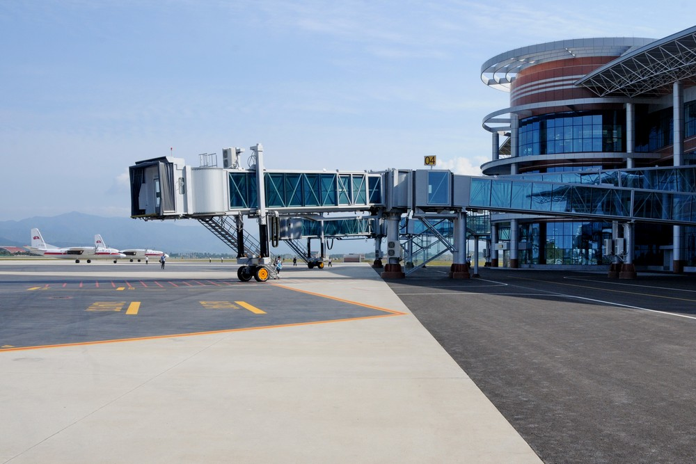 Терминал аэропорта Вонсан нового аэропорта Северной Кореи и Ан-24