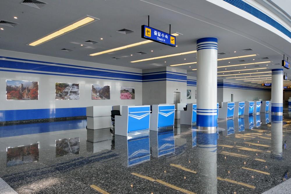 Стойки регистрации в аэропорту Вонсан в Северной Корее