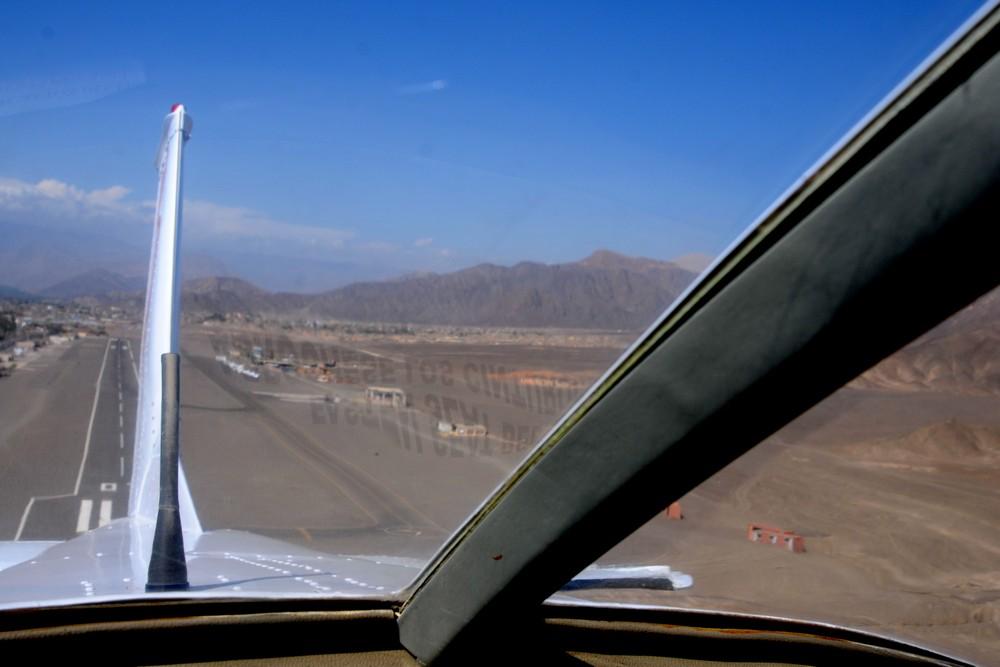 Взлет в аэропорту Наска