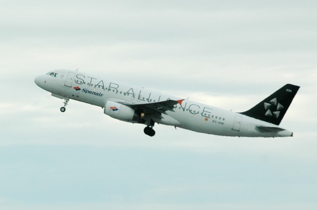 Самолет авиакомпании Spanair в цветах Star Alliance