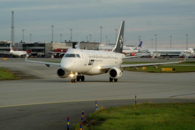 Самолет авиакомпании LOT в раскраске Star Alliance