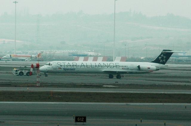 Самолет авиакомпании Spanair в раскраске Star Alliance