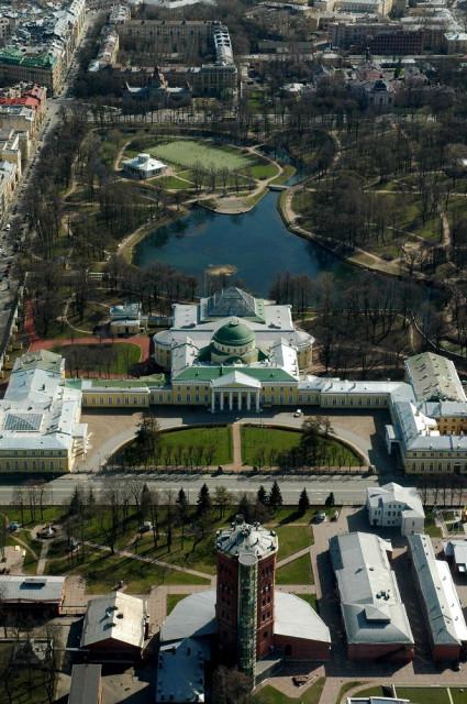 Вид на Таврический дворец, Таврический сад и Музей Воды с вертолета Ми-8 Балтийских авиалиний