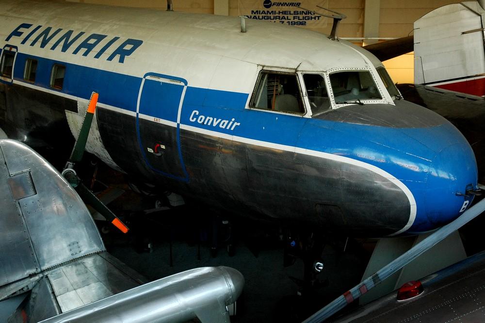Самолет Convair-440 в Музее авиации в Хельсинки