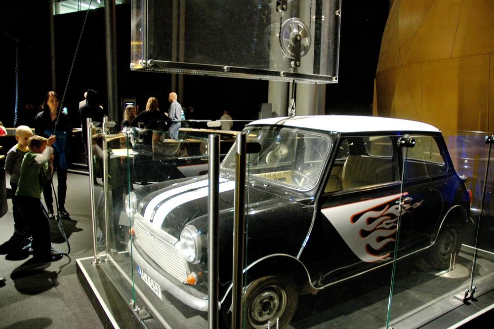 В музее Heureka Поднять Mini может каждый