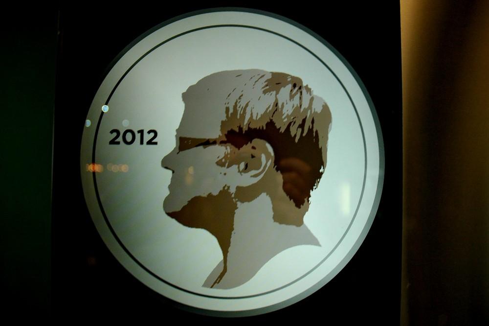 Профиль на монете в финском музее Эврика