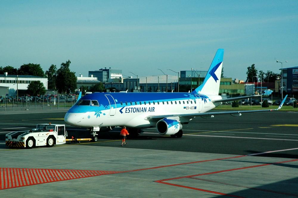 Embraer-170 Estonian Air в аэропорту Таллина