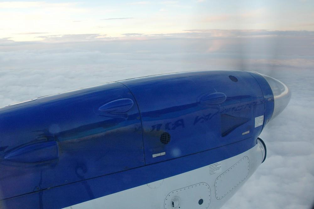 Вид из иллюминатора на крыло Saab-340