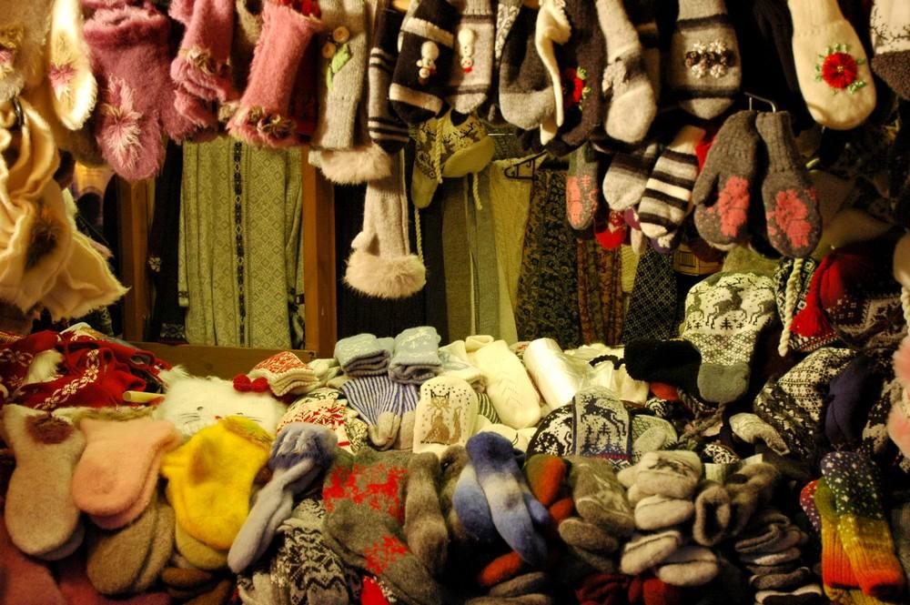 Шерстяные изделия на рождественской ярмарке в Таллине