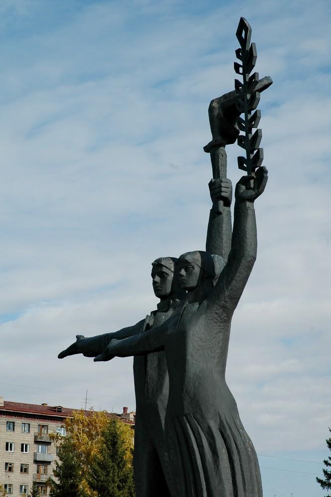 Мемориал Рабочий и Колхозница в Новосибирске