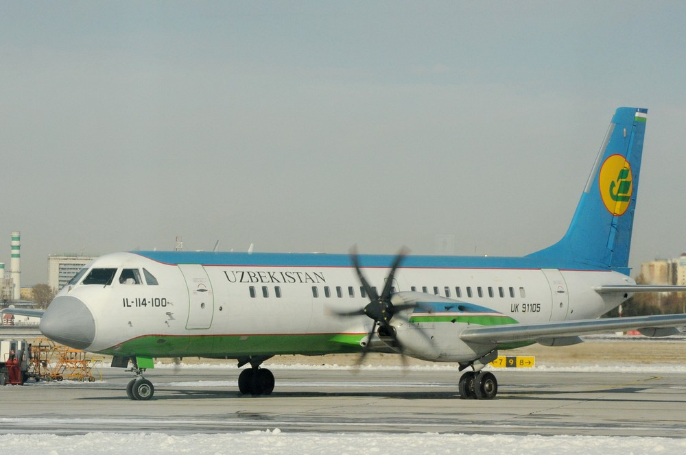 Ил-114 Uzbekistan Airways в аэропорту Ташкента