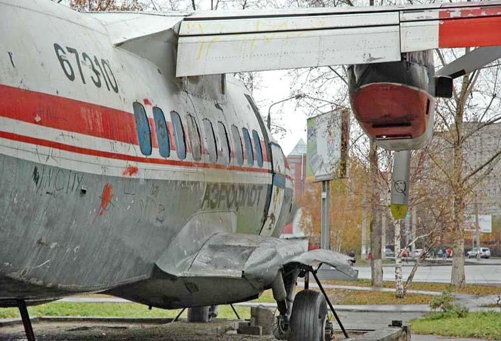 Памятник L-410 в Томске