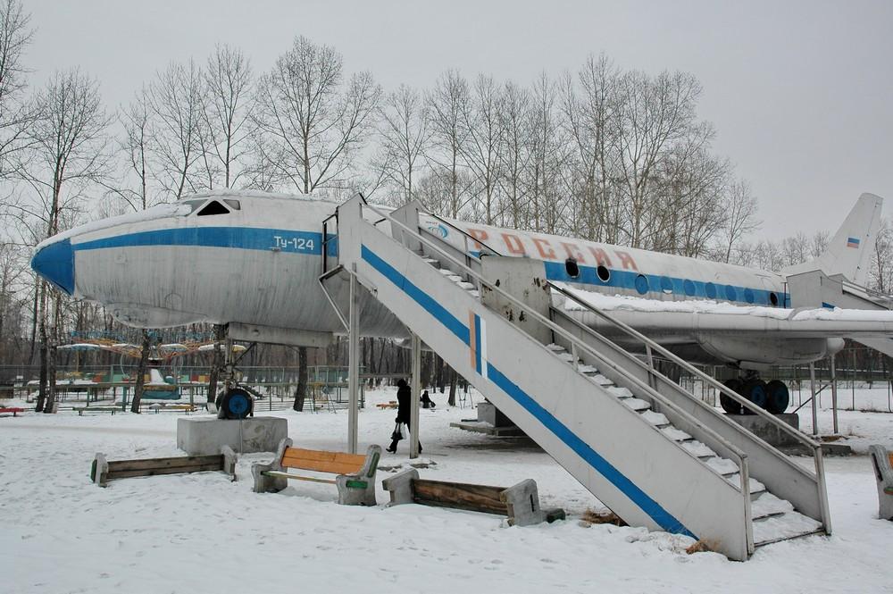 Памятник Ту-124 в Иркутске