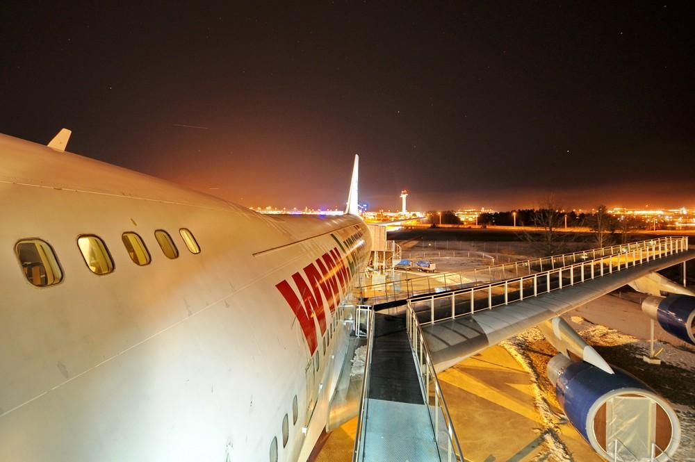 Вид на отель в Боинге-747 и аэропорт Арланда