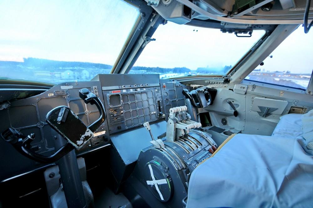 Утро в кабине пилотов отеля-самолета Jumbo Stay в аэропорту Арланда