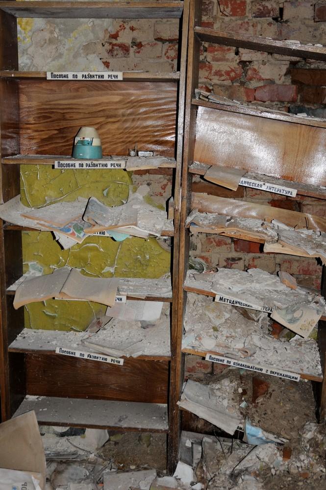 Книжные полки в детском саду в селе Копачи