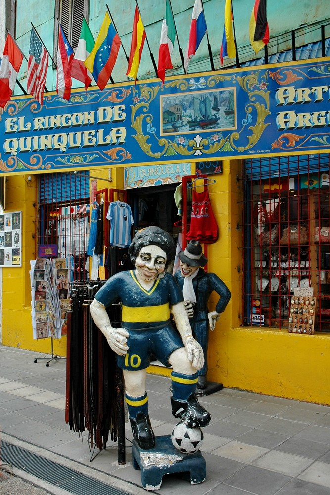 Статуя Марадонны в Буэнос-Айресе