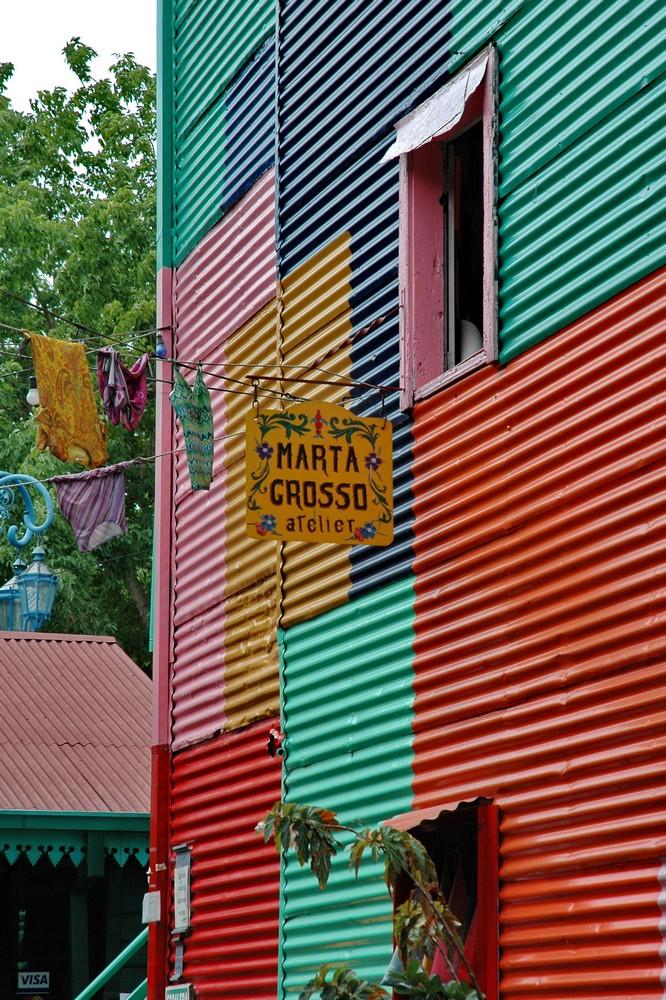 Разноцветные дома в районе Каминито в Буэнос-Айресе