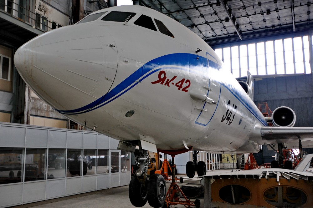 Самолет Як-42 в учебном ангаре Национального Авиационного Университета в Киеве