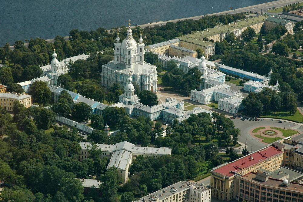 Вид на Смольный собор с высоты птичьего полета