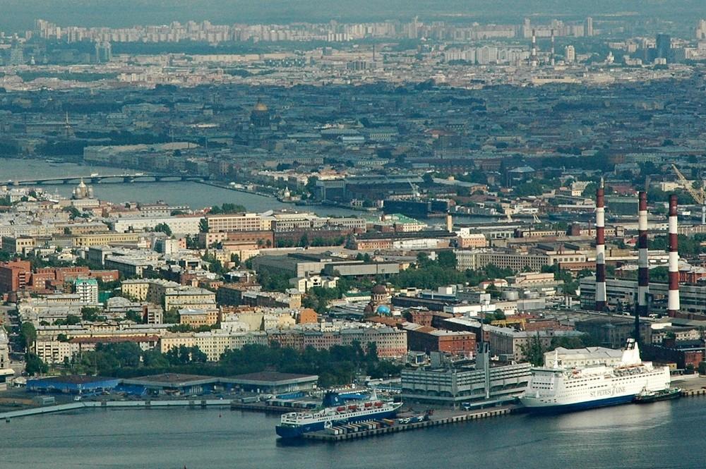 Морской вокзал и панорама Петербурга с вертолета
