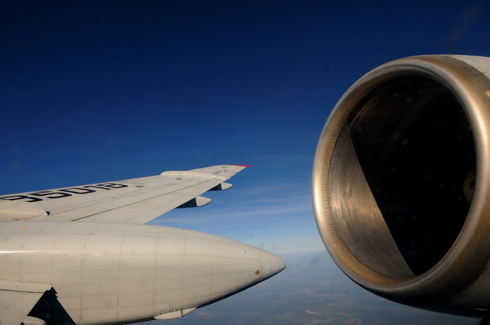 Ту-154. Вид на двигатель и крыло