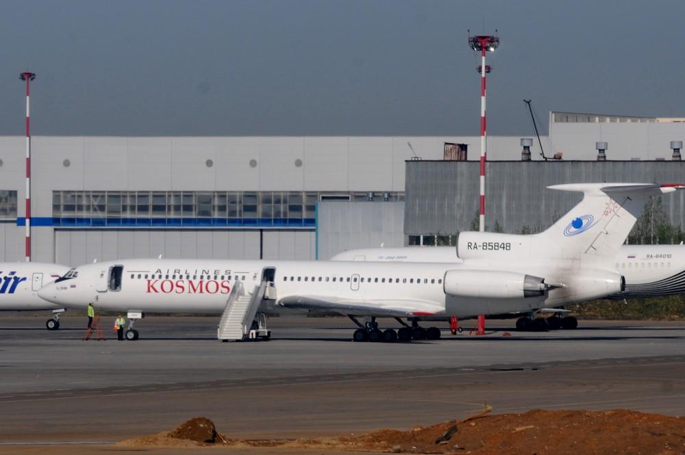 Ту-154 авиакомпании Космос в аэропорту Внуково