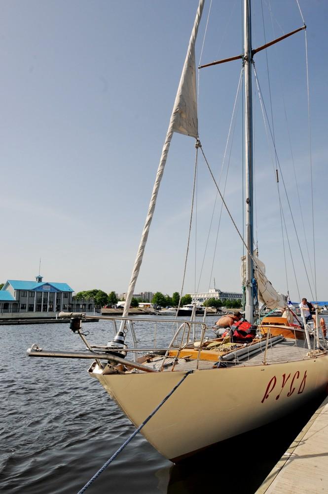 Парусная яхта Русь
