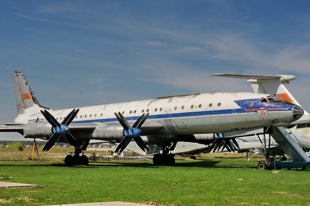 Самолет Ту-114 в Монино
