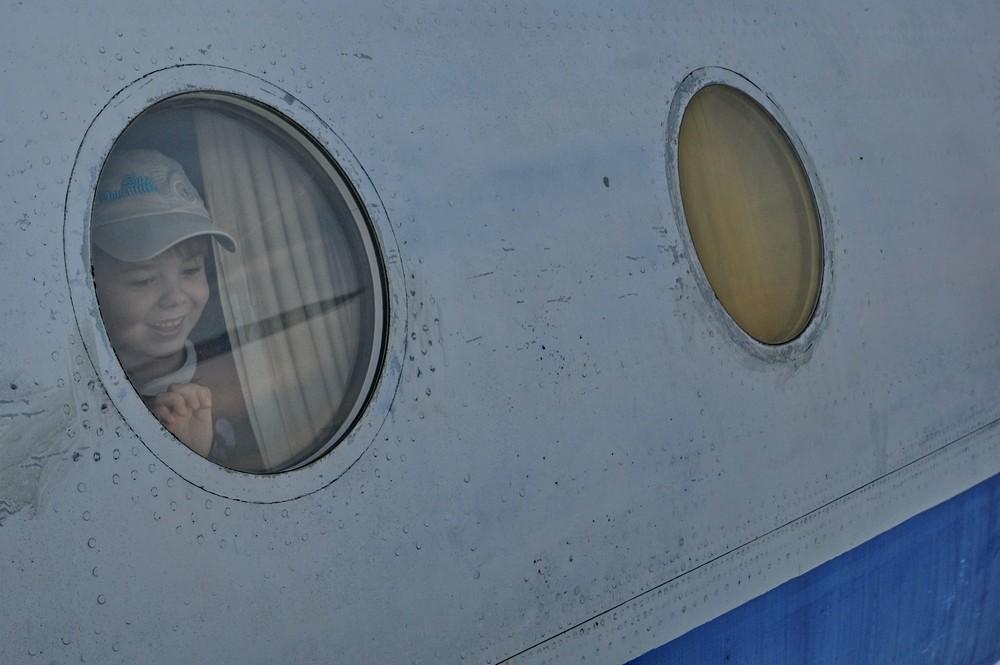 Туполев-114 в Монино. Ребенок в иллюминаторе