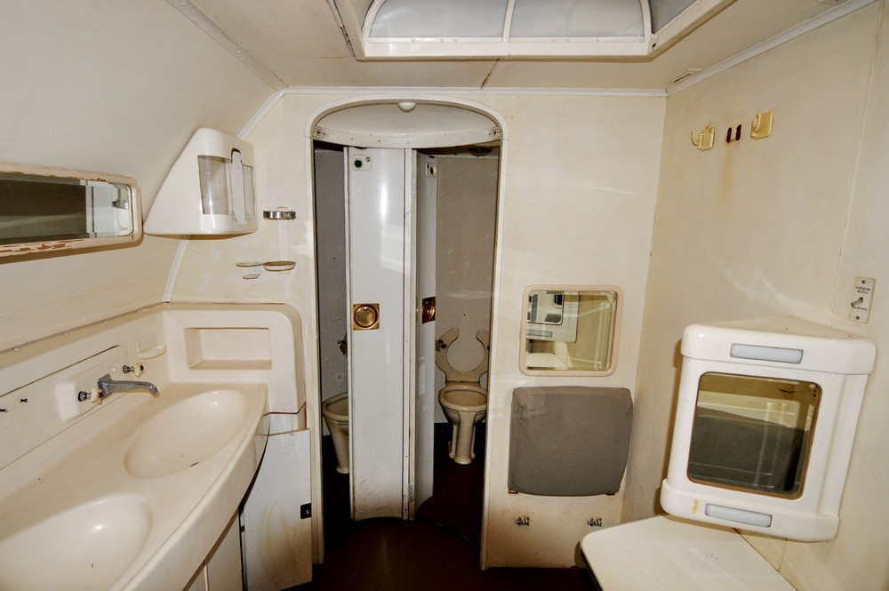 Туалет в самолете Ту-114