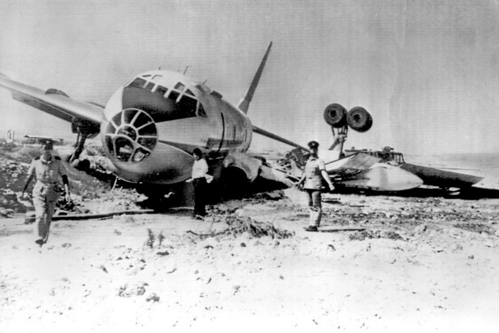 Аэропорт Никосия. Аварийная посадка самолета Ту-104. Архивное фото с сайта ebay.com