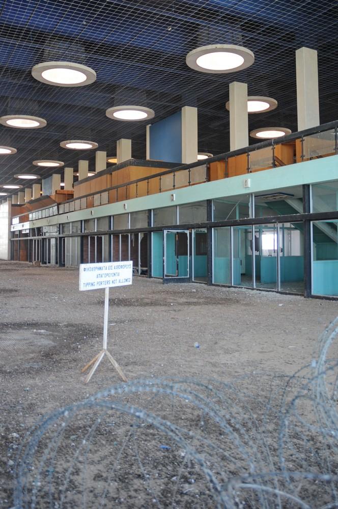 Терминал аэропорта Никосия. Tipping porters not allowed