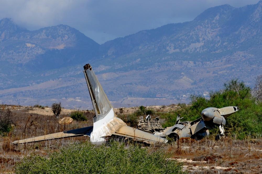 Останки Ту-104 авиакомпании CSA, совершившего аварийную посадку в аэропорту Никосия