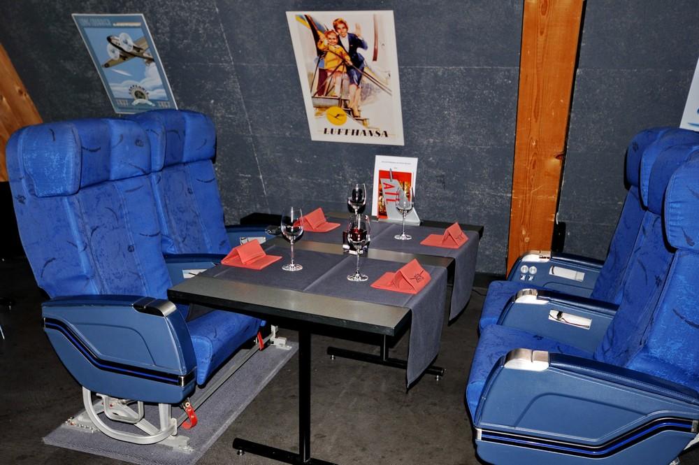 Самолетные кресла в ресторане Runway34 в Цюрихе