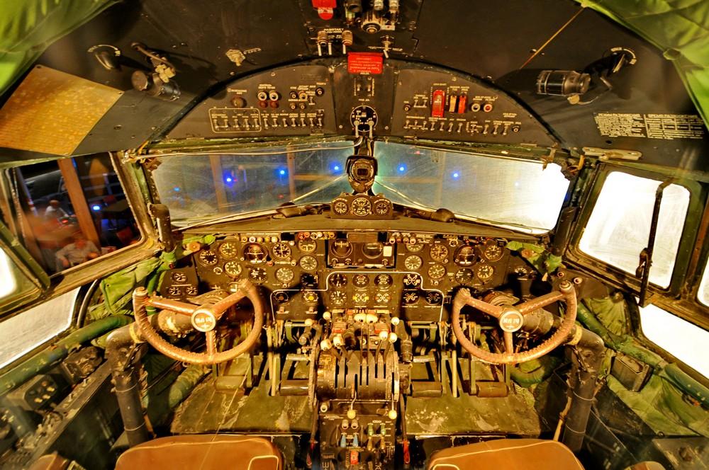 Кабина пилотов в самолете Ил-14 в ресторане Runway34