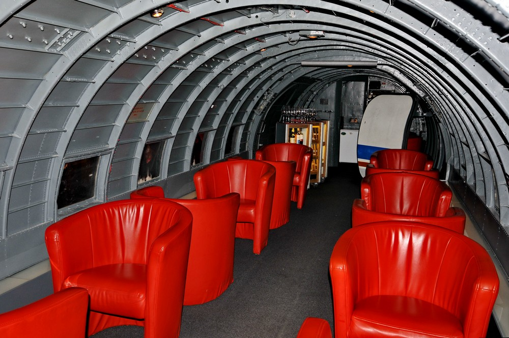 Салон Ил-14 - сигарная комната в ресторане Runway34 в Цюрихе