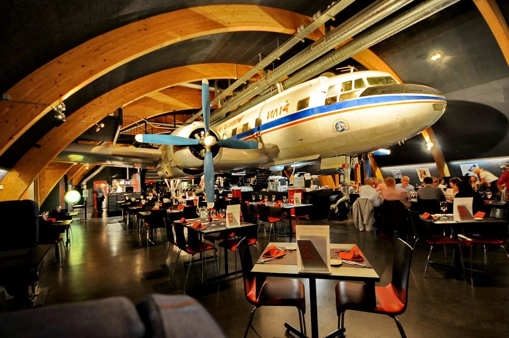 Ил-14 в ресторане Runway34