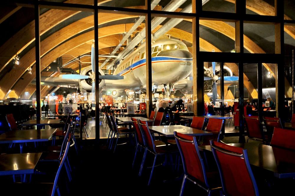 Runway34 - ресторан и самолет