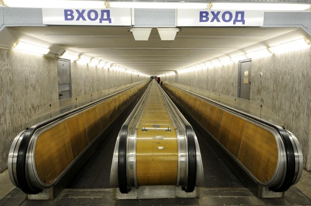 Подземный травалатор к сателлиту в аэропорту Пулково-1