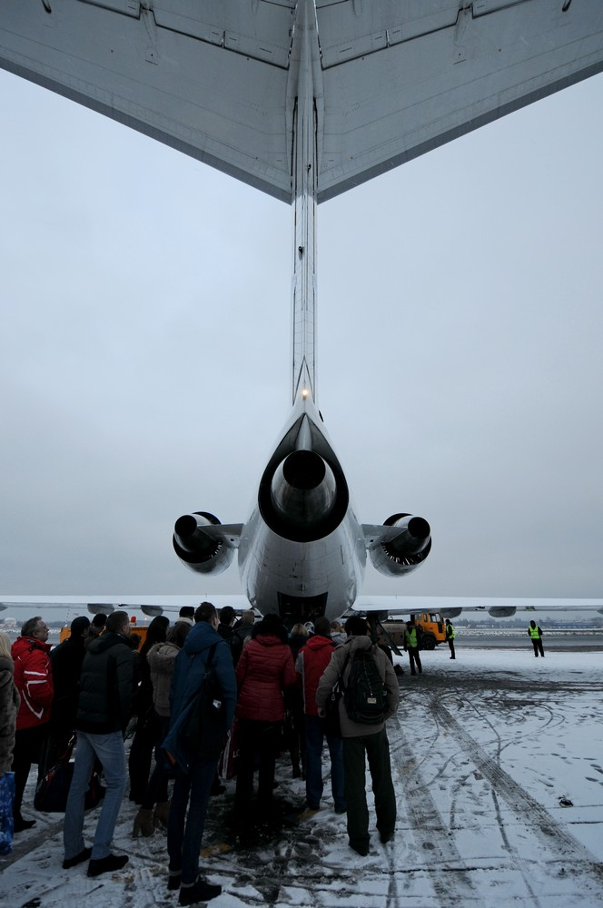 Посадка в самолет Як-42 в аэропорту Пулково