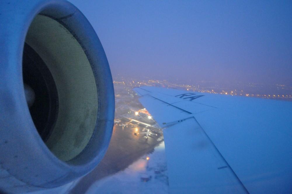 Взлет самолета Як-42 авиакомпании Ижавиа
