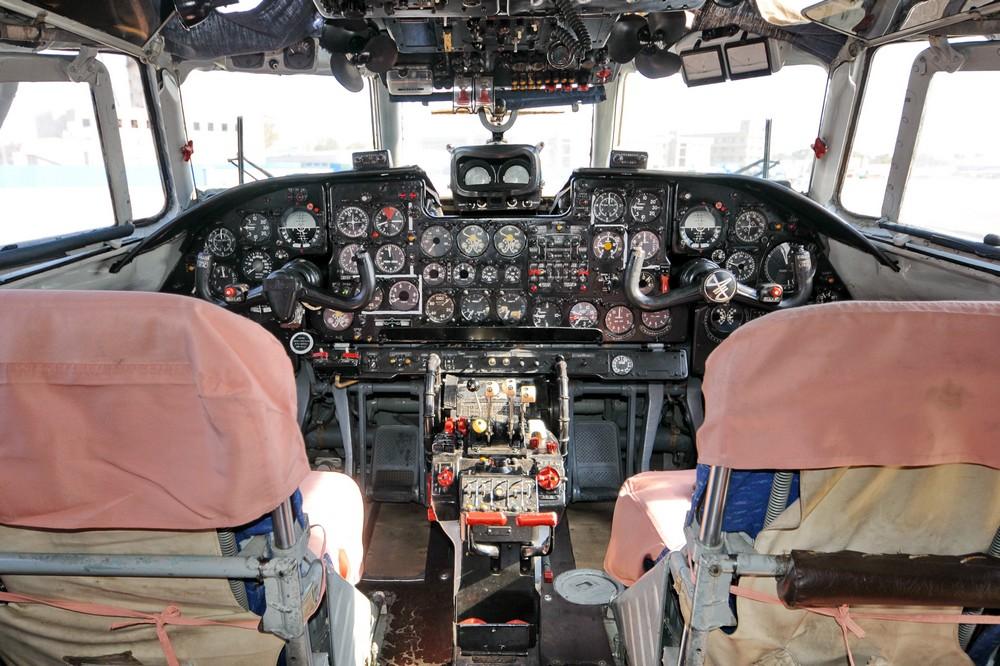 Кабина самолета Ан-24 авиакомпании Air Koryo
