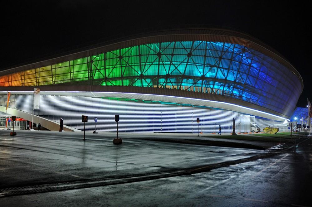 Олимпиада в Сочи. Стадион Адлер-арена вечером