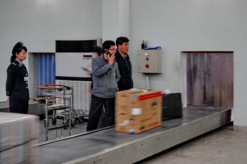 Выдача багажа в аэропорту Пхеньяна