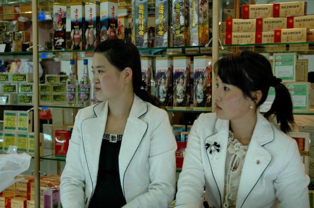 Магазин сувениров и алкоголя в центре Пхеньяна