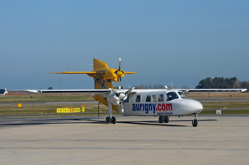 Самолет Britten-Norman Trislander авиакомпании Aurigny в аэропорту Гернси